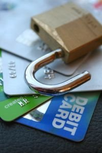 """Your Credit Card Could Start Literally """"Leaking"""" Data in the Smartphone Era"""